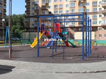 Детская площадка между 2 и 3 корпусами ЖК Лермонтовский
